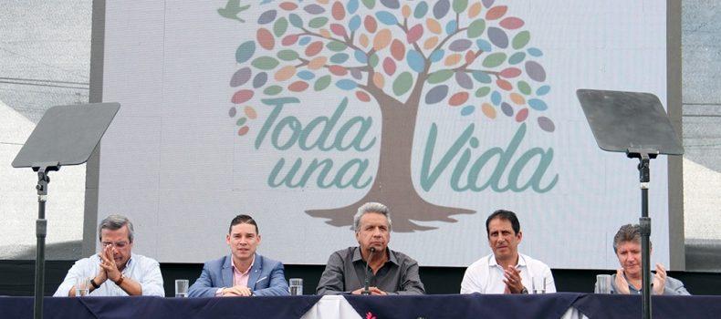 PRESIDENTE LENÍN MORENO ATESTIGUA  ENTREGA DE 2.060 CRÉDITOS DE DESARROLLO HUMANO PARA EMPRENDIMIENTOS